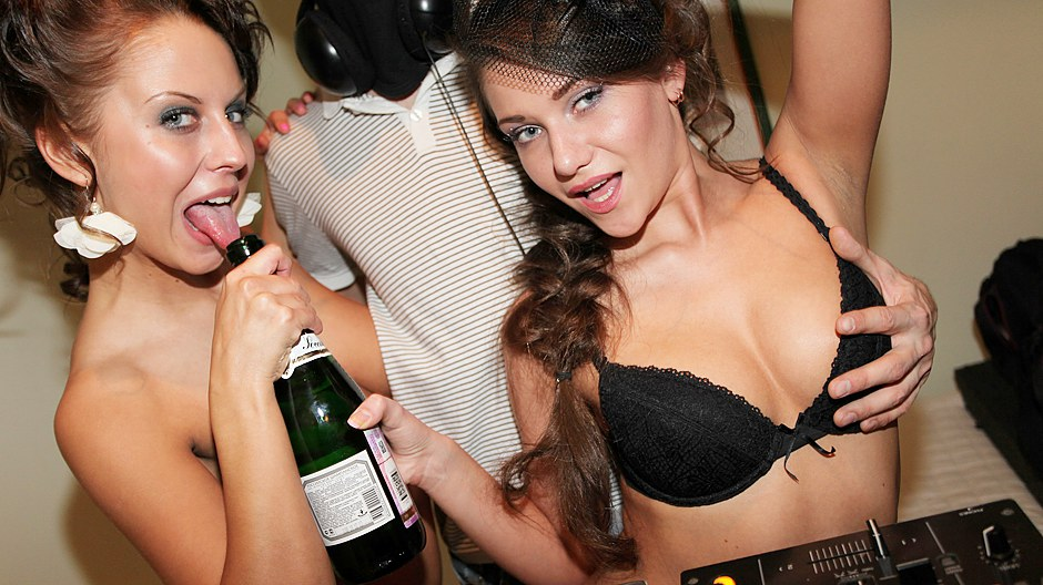 Hot chicks sex video at hen party