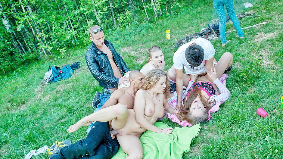 Pretty young girls star orgy at student sex outdoor party