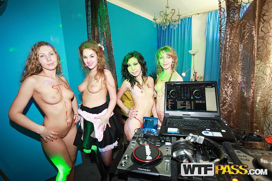 college halloween parties