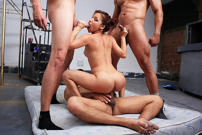 Hot-foursome-sex-for-money,-amateur-xxx-video