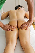 Cute Gal With Nice Ass Gets Fucked After Massage - Picture 3