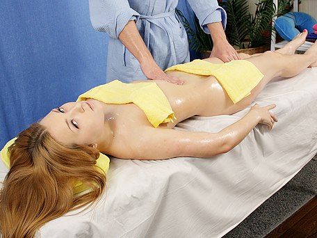 Big tits girl in massage fuck movie