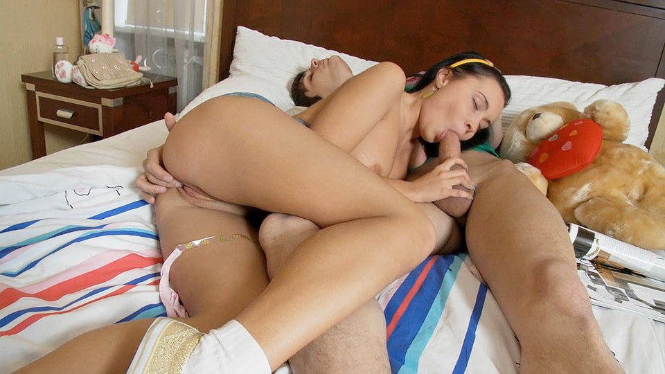 Hard sex makes this couple cum together