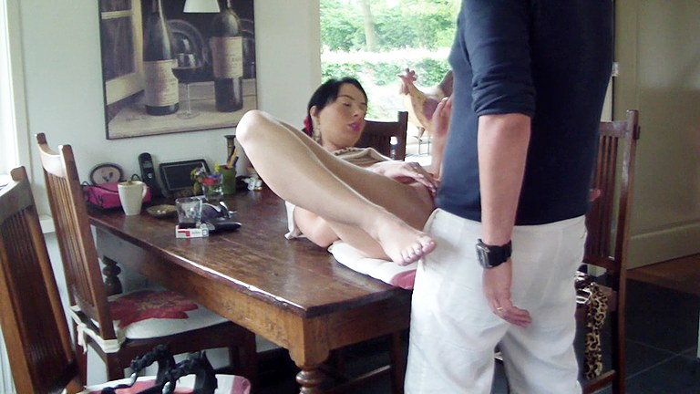 Sex-on-table,-amateur-xxx-video